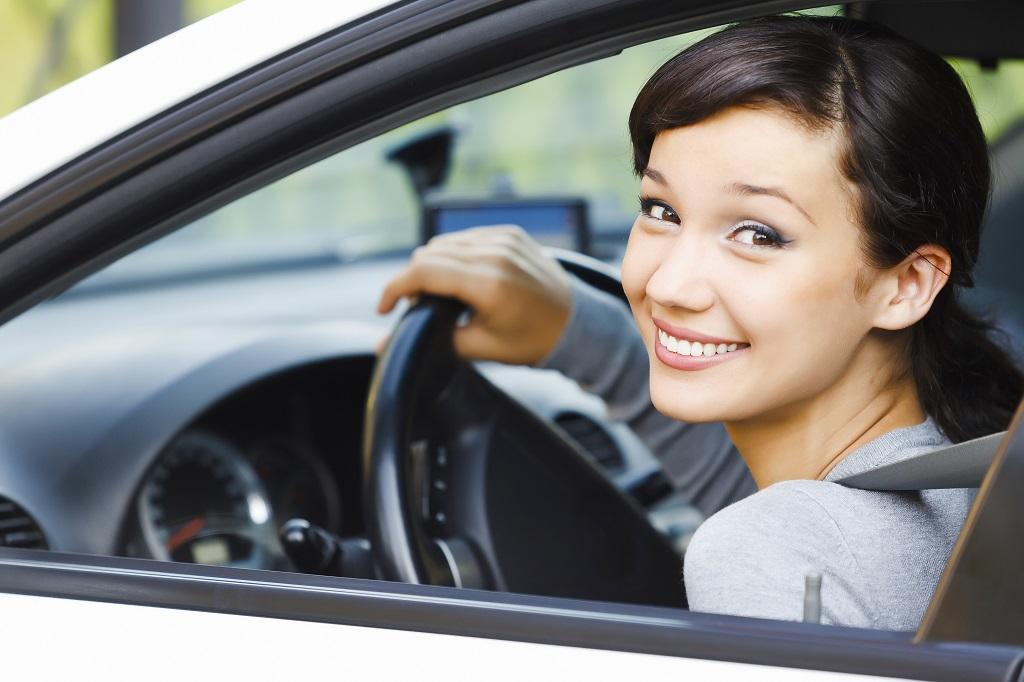 pani - uśmiechnięty kierowca