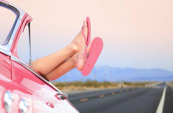 6. Gdy zaparkujesz wypożyczony samochód wzdłuż autostrady państwowej i udajesz, że jesteś na plaży.