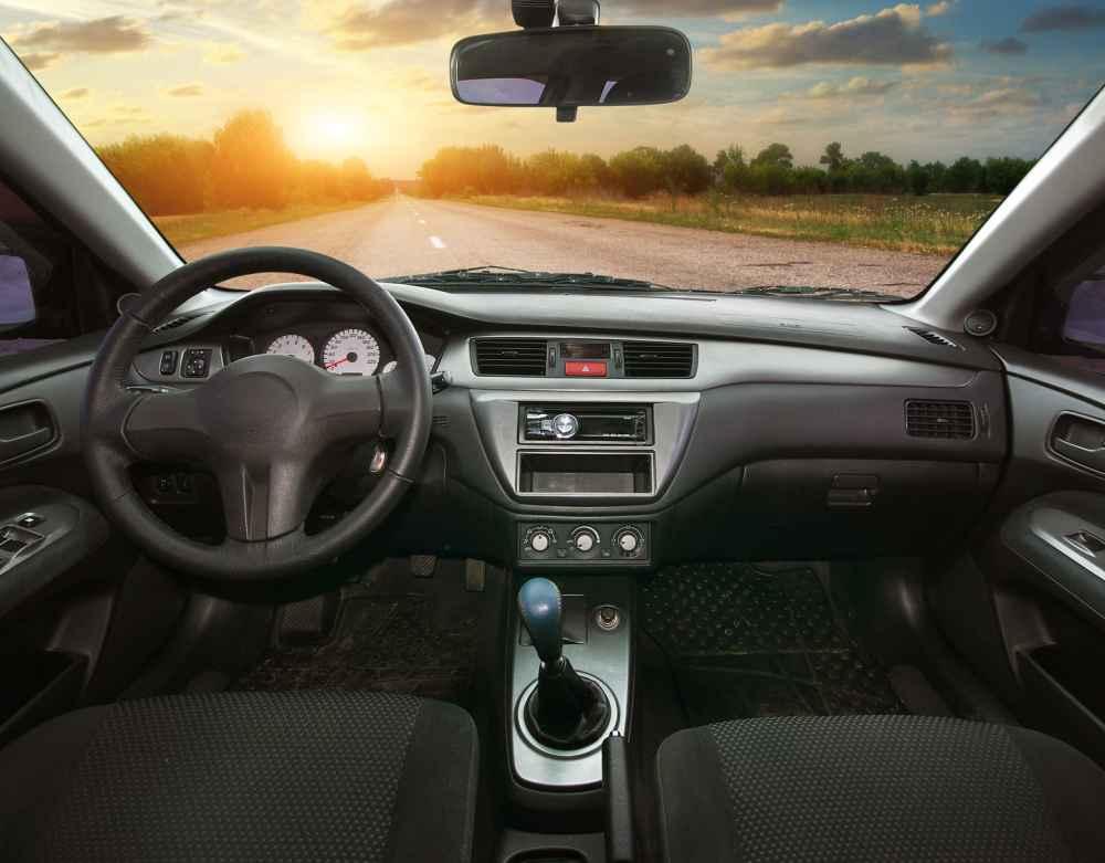 wnetrze-wypozyczonego-samochodu-klasa-premium