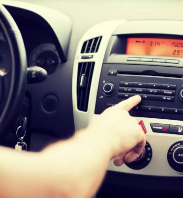 Przycisk rest w samochodzie